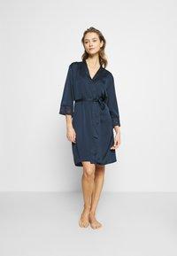Etam - EVENTAIL DESHABILLE - Dressing gown - marine - 0