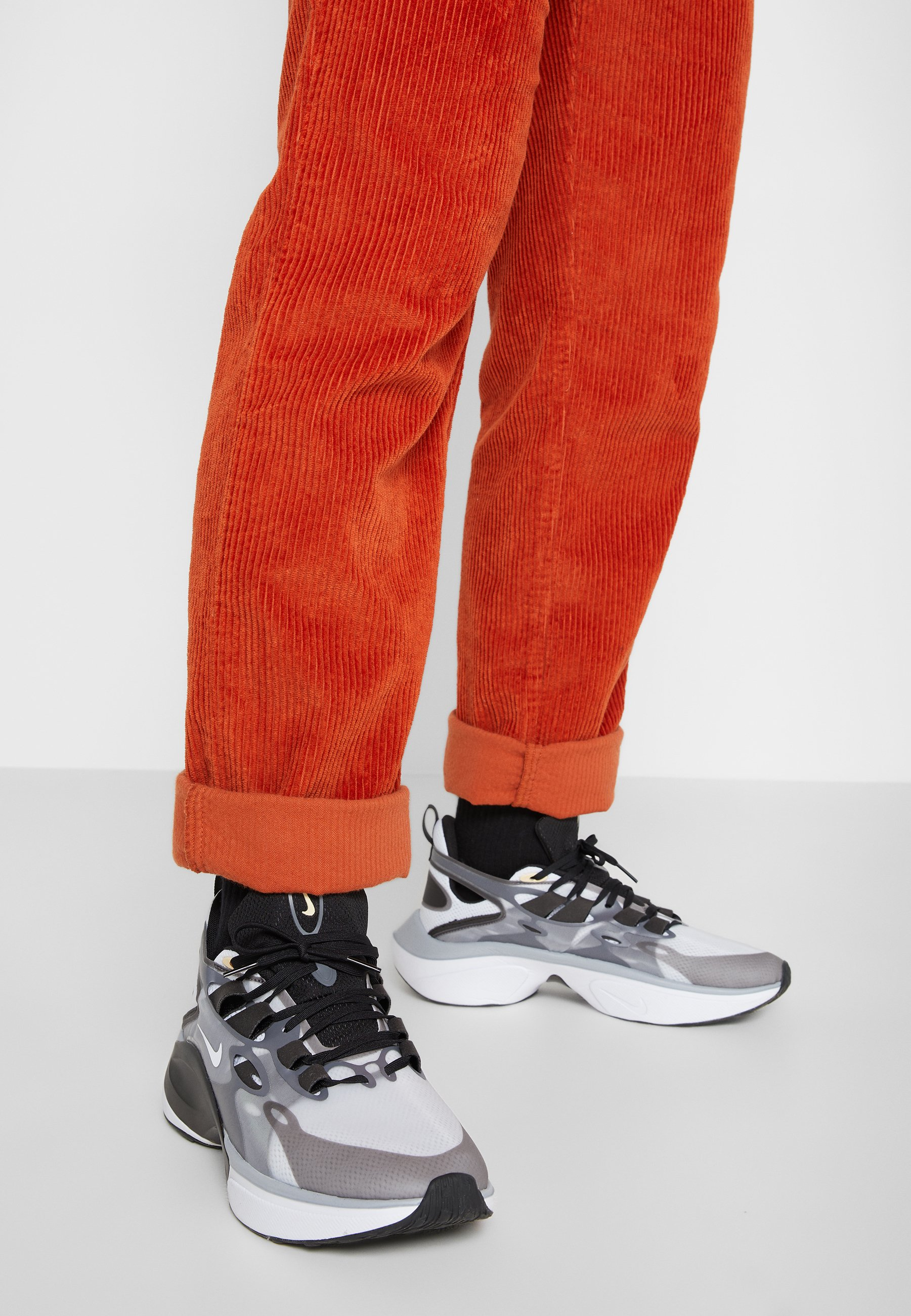 SIGNAL DMSX Sneaker low blackwhitefootball greypale vanillaanthracitevapor green