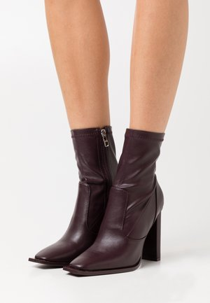 LAVINIA - High heeled ankle boots - plum
