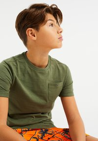 WE Fashion - WE FASHION JONGENS T-SHIRT - T-shirt basic - green - 1