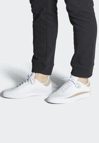 adidas Originals - SABALO - Chaussures de skate - white - 0