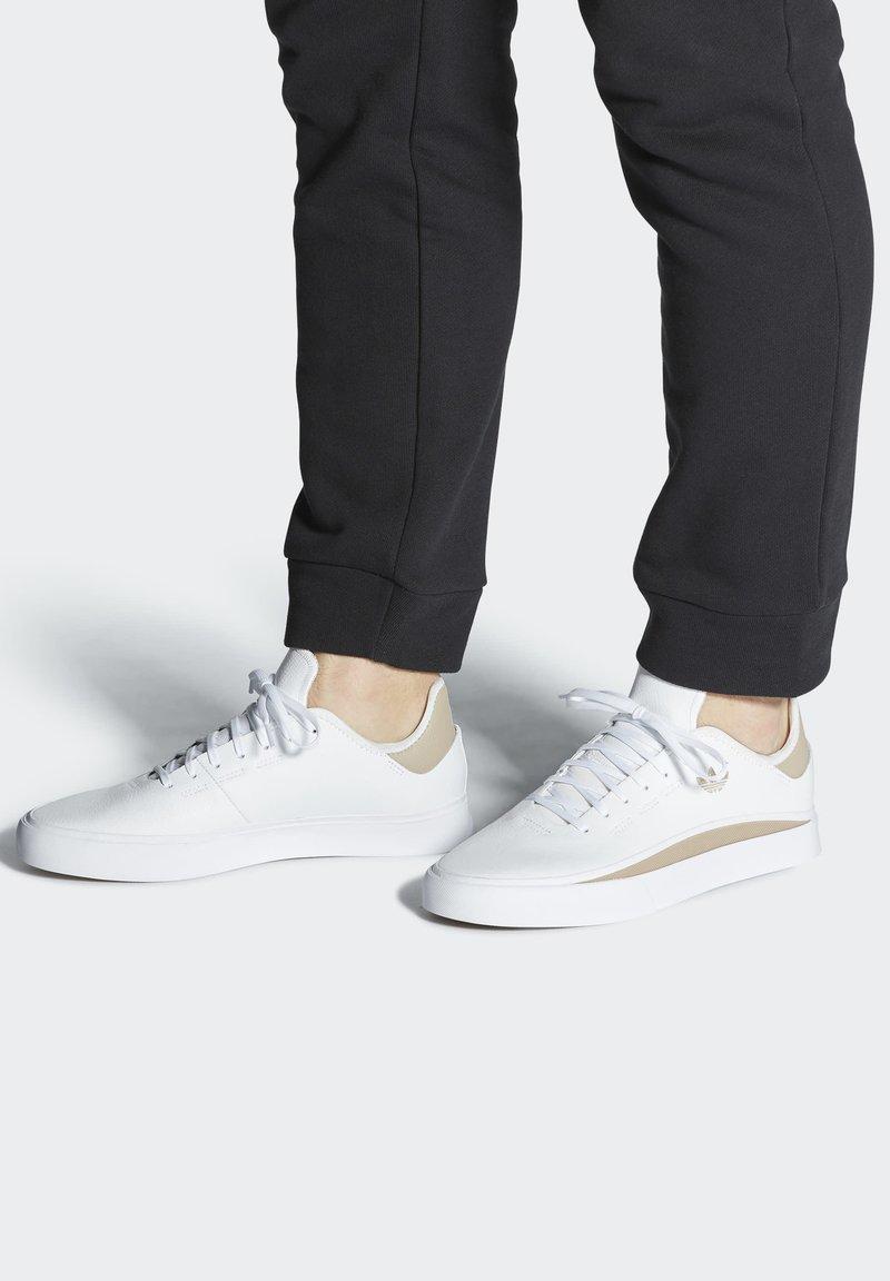 adidas Originals - SABALO - Chaussures de skate - white