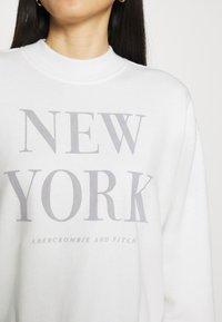 Abercrombie & Fitch - MOCK NECK LOGO CREW - Sweatshirt - white - 4