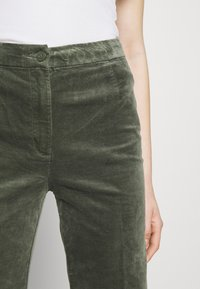 Monki - WENDY TROUSERS - Trousers - khaki green medium dusty solid - 6