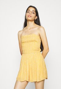 Hollister Co. - WEBEX BARE SMOCKED TIEBACK ROMPER - Overal - yellow - 2