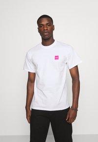HUF - WET CHERRY TEE - Print T-shirt - white - 2