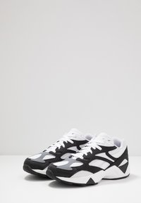 Reebok Classic - AZTREK 96 SUEDE AND TEXTILE UPPER SHOES - Tenisky - black/white/cold grey - 2