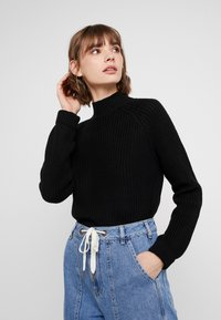Noisy May - NMSIESTA HIGH NECK CROPPED - Neule - black - 0