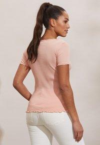 Odd Molly - MAGDA - Basic T-shirt - pink conch - 1
