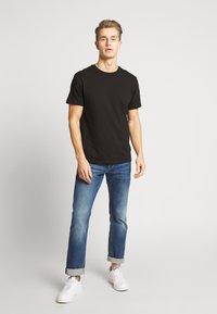 Burton Menswear London - 5 PACK - T-shirt - bas - white - 1