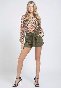 Guess - MONA - Button-down blouse - mehrfarbig braun - 1