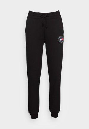 SLIM BOX FLAG PANT - Pantalon de survêtement - black