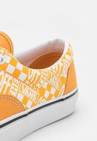 Vans - Trainers - golden nugget/saffron - 5