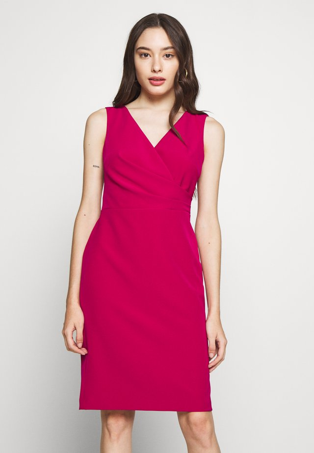 FALLON SLEEVELESS DAY DRESS - Vestido informal - bright fuchsia