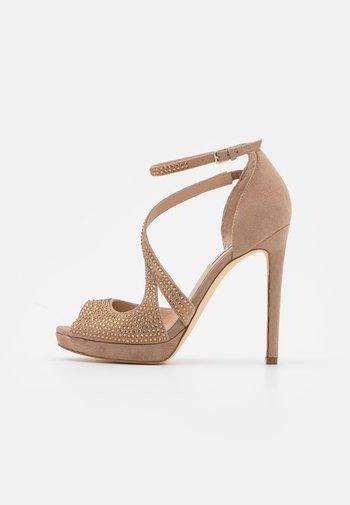 FINNEE - Sandalen met hoge hak - nude