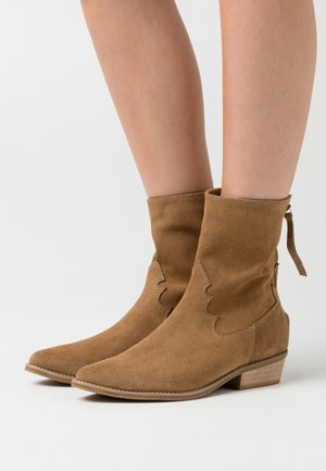 FIGURE IT OUT - Cowboy/biker ankle boot - brown