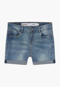 Bench - SHORTLE - Denim shorts - light-blue denim - 0