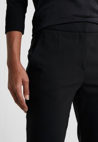 HUGO - THE CROPPED TROUSER - Pantalones - black - 4