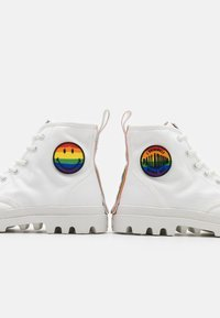 Palladium - PAMPA PRIDE X SMILEY - Lace-up ankle boots - white - 5