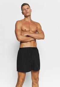 Pier One - 3 PACK - Boxer shorts - black/grey/white - 3