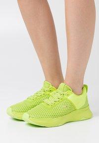 Lacoste - COURT DRIVE - Baskets basses - green/light green - 0
