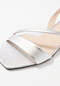 Högl - Sandaalit nilkkaremmillä - soft metallic silver - 5