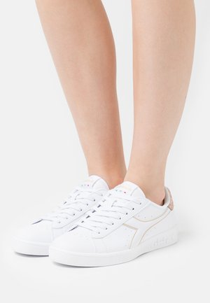 GAME  - Sneakers laag - white/frosted almond