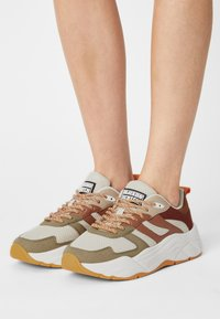 Scotch & Soda - CELEST - Sneakers laag - olive/brown/multi - 0