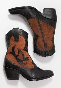 MJUS - Kovbojské/motorkářské boty - nero/penny - 3