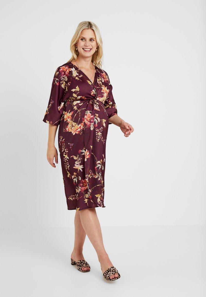 Hope & Ivy Maternity - KIMONO DRESS - Denní šaty - bordeux