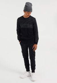 WE Fashion - Cargo trousers - black - 1