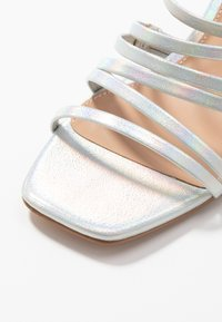 ONLY SHOES - ONLAMANDA STRING HEELED  - Sandály - silver - 6