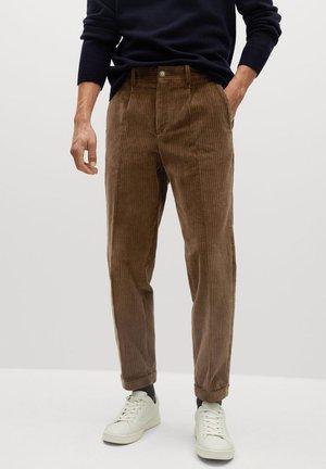 AUS CORD - Spodnie materiałowe - tobacco-braun