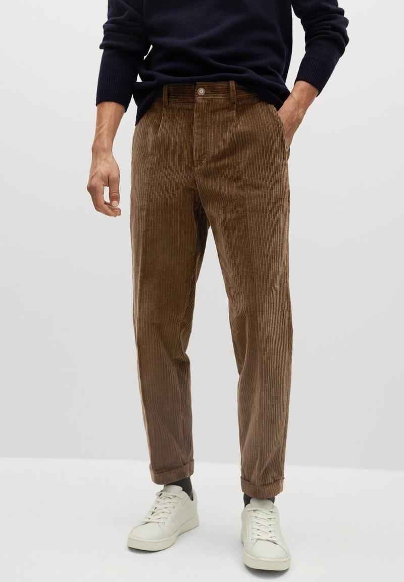 Mango - AUS CORD - Trousers - tobacco-braun