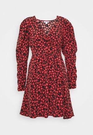 V NECK SKATER DRESS - Robe d'été - red