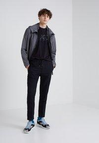 HUGO - DOLIVE - T-shirt print - black - 1