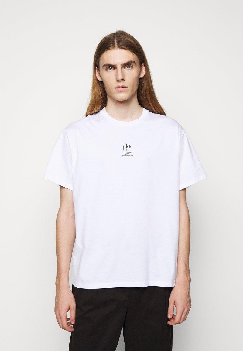 Neil Barrett - TRIPTYCH THUNDER EASY - T-shirts med print - white/black