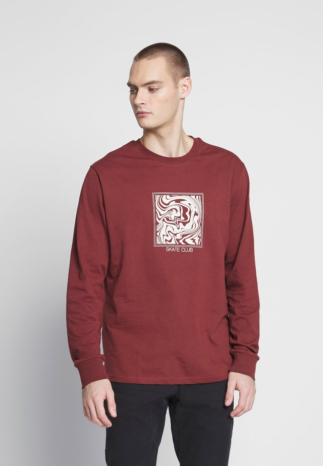 SKATE CLUB GRAPHIC LONG SLEEVE TEE - Longsleeve - brown