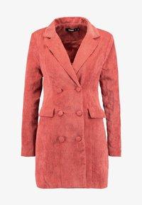 Missguided - PURPOSEFUL BUTTONED BLAZER DRESS - Košilové šaty - coral - 4