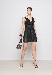 WAL G. - NAIROBI PLEATED DRESS - Vestido de cóctel - black - 1