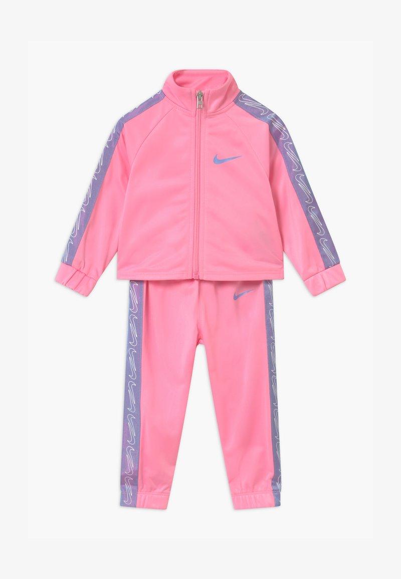 Nike Sportswear - COLORSHIFT TAPING TRICOT SET - Træningssæt - pink