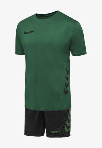 DUO SET - Korte sportsbukser - evergreen/black