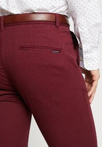 Scotch & Soda - MOTT CLASSIC - Pantalones chinos - bordeaux - 5