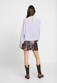 Lost Ink - SHIRRED DETAIL FRONT BLOUSE - Blus - purple - 2