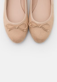 Miss Selfridge - BOW - Ballet pumps - gold - 5