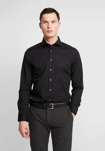 SLIM FIT SPREAD KENT PATCH - Camicia elegante - black