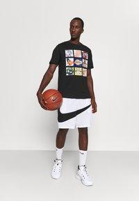 Outerstuff - NBA LOS ANGELES LAKERS SPACE JAM TUNE ZOOM TEE - Print T-shirt - black - 1