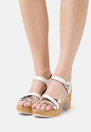 Platform sandals - pink/platinum