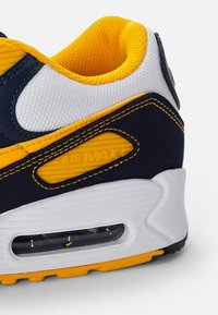 Nike Sportswear - AIR MAX - Sneakers basse - white/univ gold-midnight navy-obsidian-pure platinum-wolf grey - 5