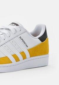 adidas Originals - SUPERSTAR - Tenisky - hazy yellow/ white/core black - 5